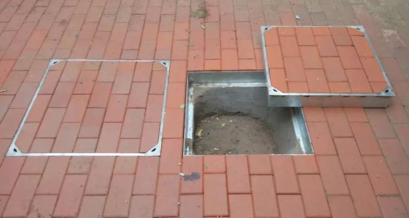 这年头,连井盖都变成了不锈钢隐形井盖